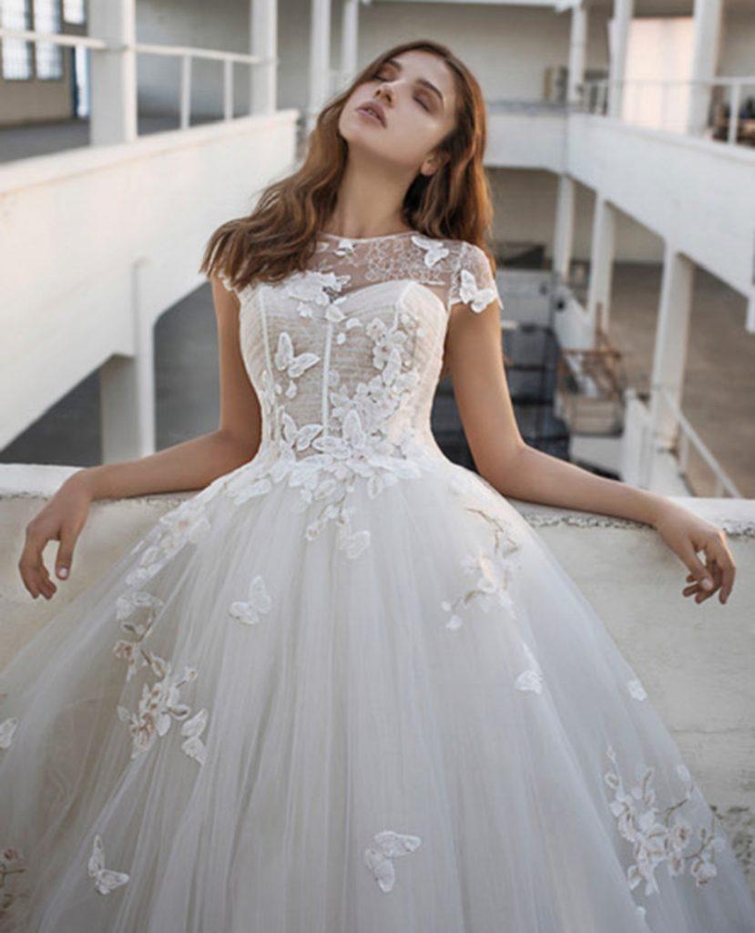 Brautkleid mit Schmetterlingen